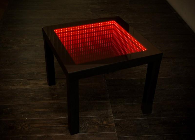 стол с эффектом бесконечночти
